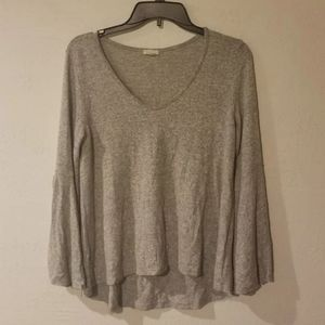 Caution To The Wind top. Cut out sleeves. Gray col